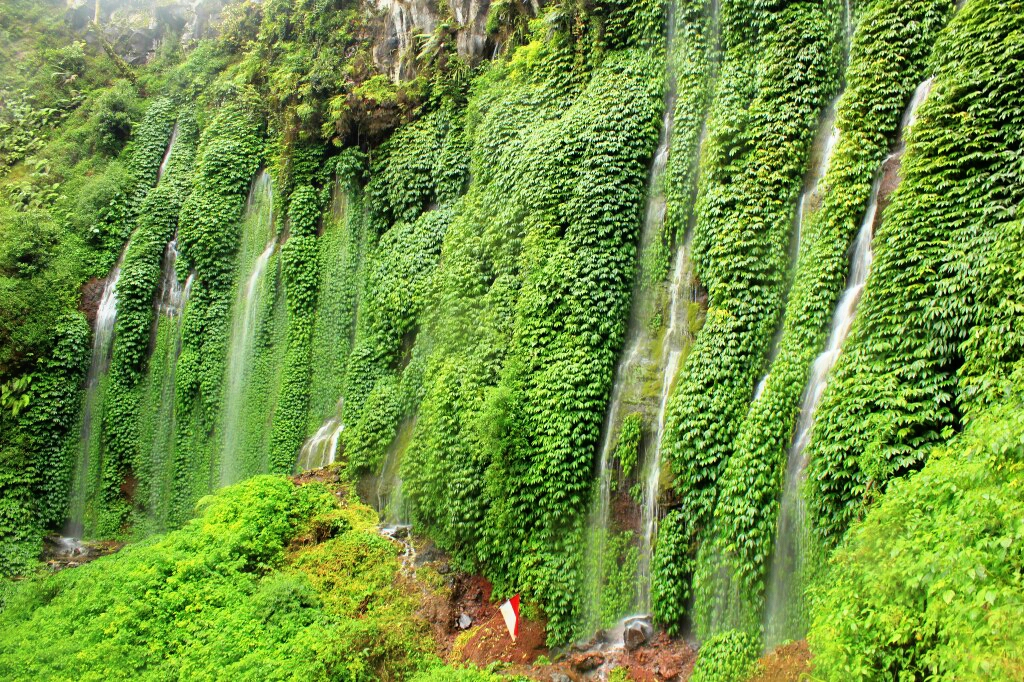 Coban Sumber Pitu Pujon 7 Air Terjun Berada Satu Tebing