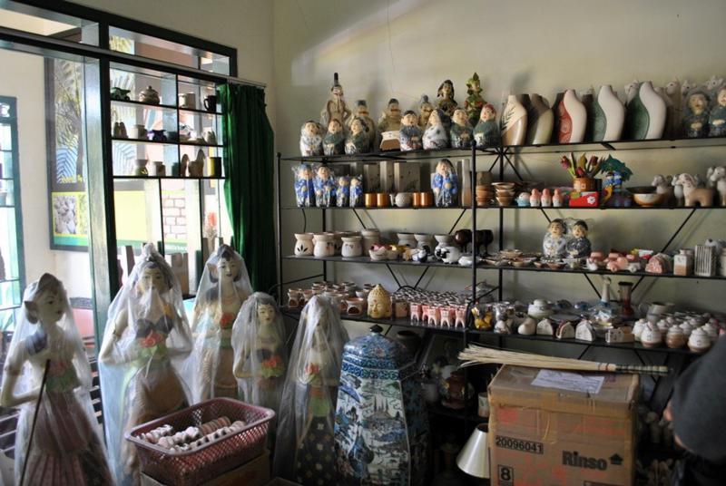 082231665567 Keramik Dinoyo Malang Alamat Oleh Strudel Kripik Tempe Kampung