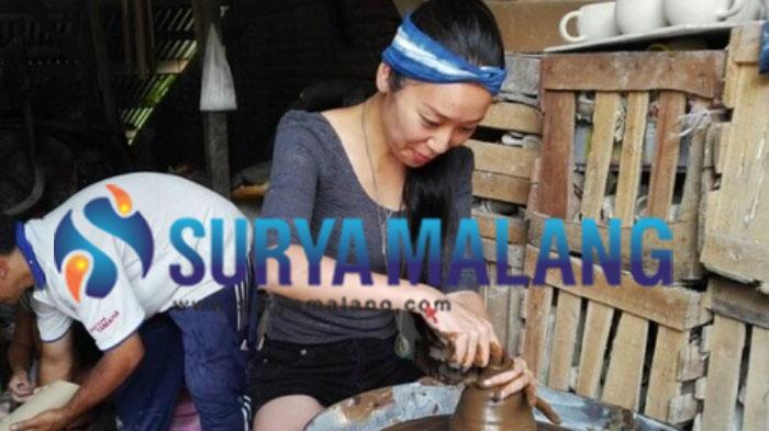 18 Wisatawan Asing Belajar Kampung Keramik Dinoyo Kota Malang