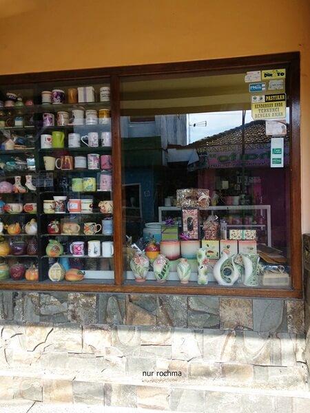 Lovely Mom Belanja Keramik Cantik Unik Mampir Showroom Kampung Dinoyo