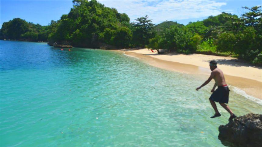 3 Warna Pantai Clungup Kota Malang