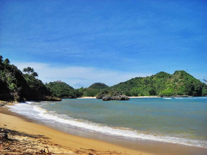 Keindahan Pasir Putih Pantai Clungup Panduan Wisata Surabaya Foto Www