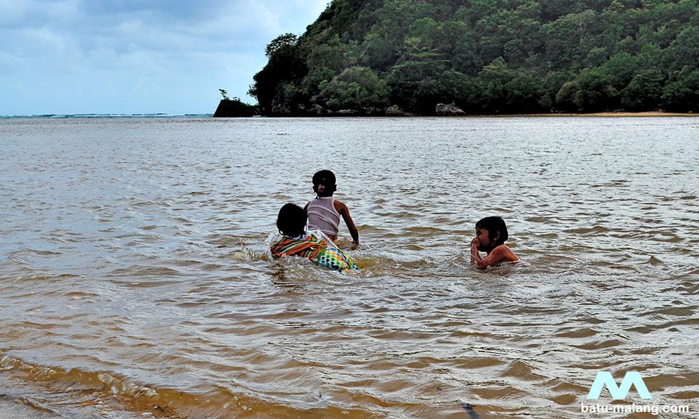 Pantai Clungup Giatkan Semangat Konservasi Mangrove Wisata Batu Pasang Kota