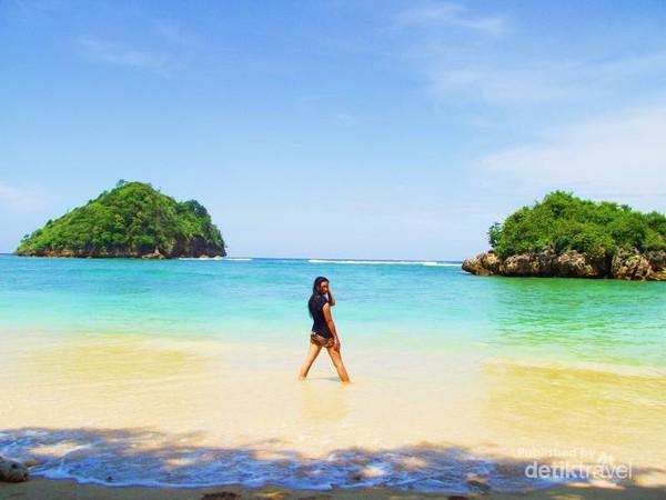 Pantai Tiga Warna Malang Berpose Gatra Clungup Kota