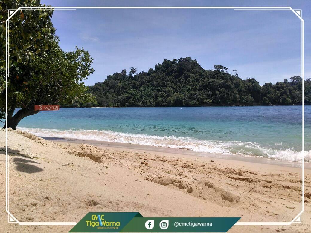 Pantai Tiga Warna Raih Penghargaan Anugerah Pesona Indonesia 2017 Clungup