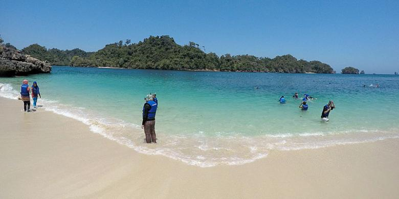 Terlena Pantai Tiga Warna Halaman 1 Kompas Clungup Kota Malang