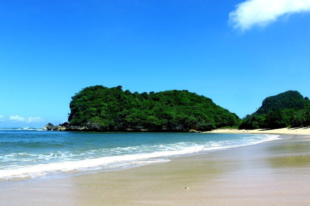 Yuk Intip Eksotisme Wisata Pantai Tersembunyi Malang Hipnyan Clungup Kota