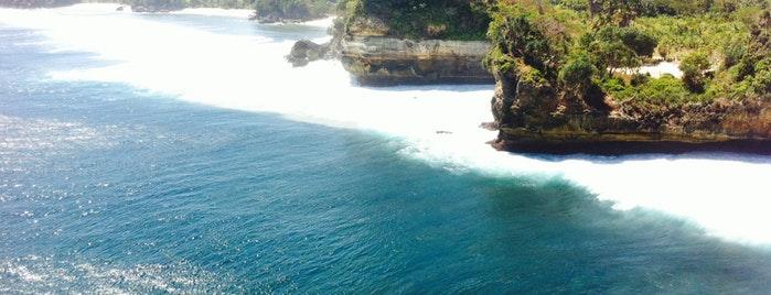 14 Tempat Wisata Hits Anak Muda Malang Batu Bengkung Beach