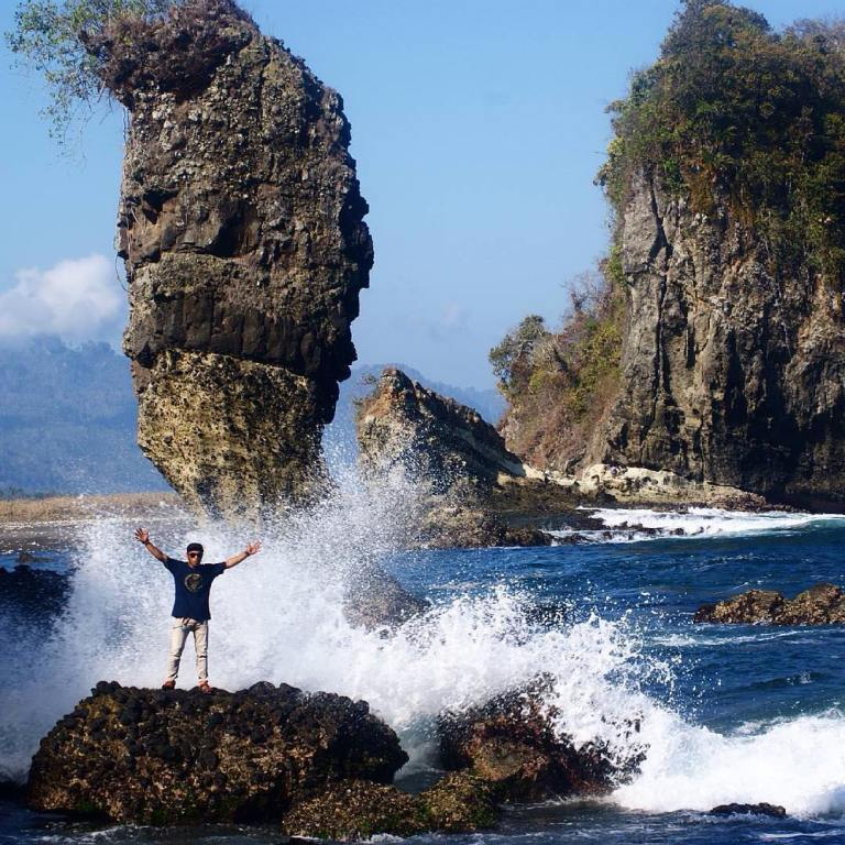 8 Tempat Wisata Malang Hits Ngadem Bermain Air Sampai Puas