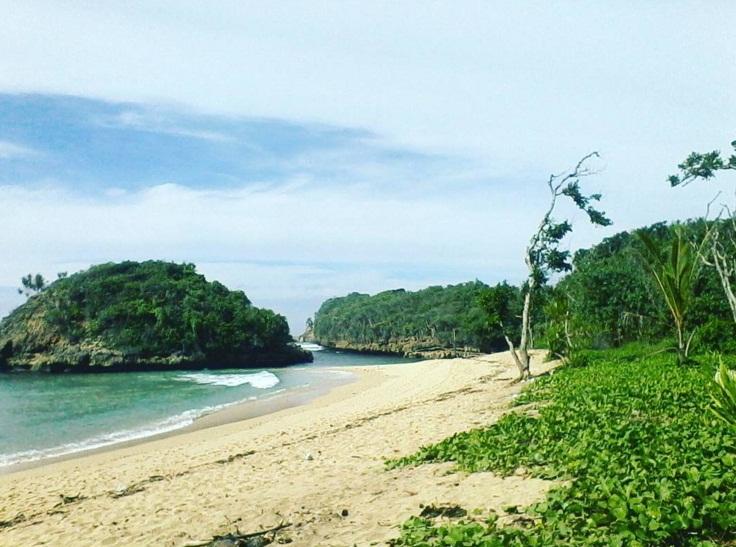Liburan Nyantai Pantai Kedung Celeng Malang Merahputih Kota
