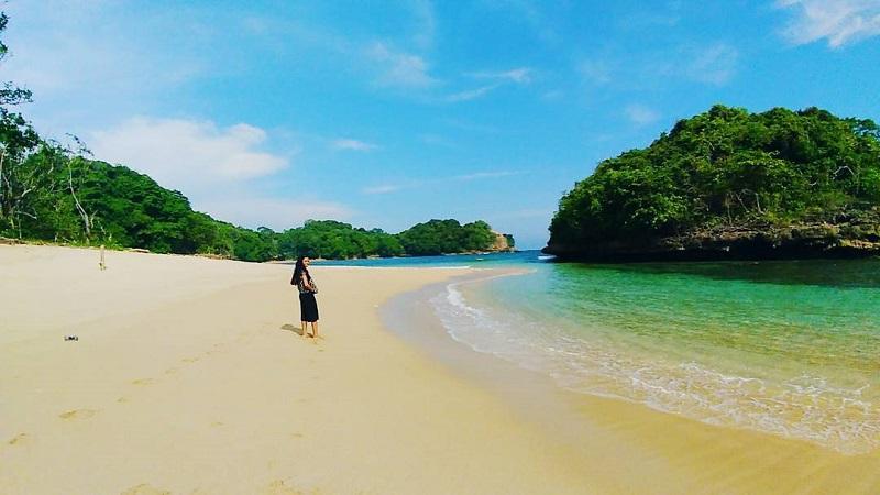 Menjelajah Pantai Kedung Celeng Malang Dijamah Https Img Okeinfo Net
