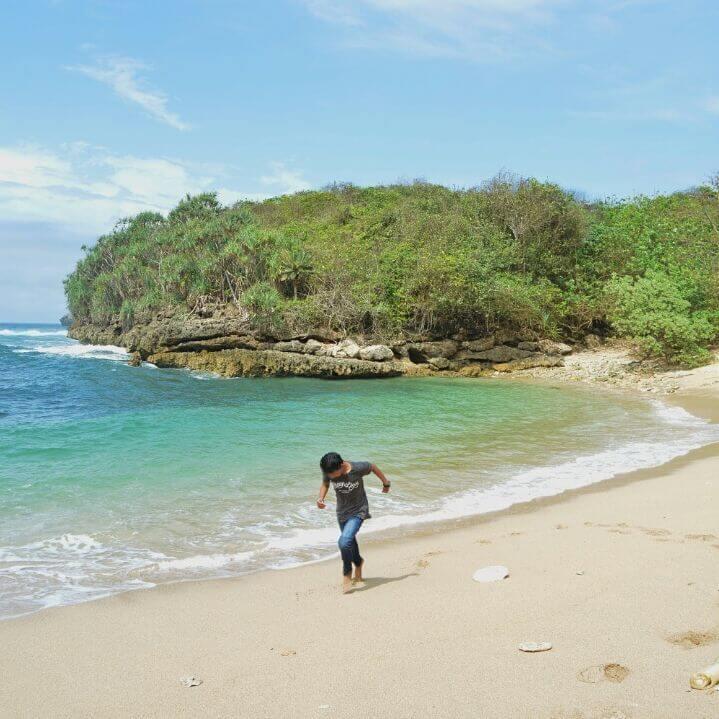 Pantai Kedung Celeng Explore Wisata Kota Malang