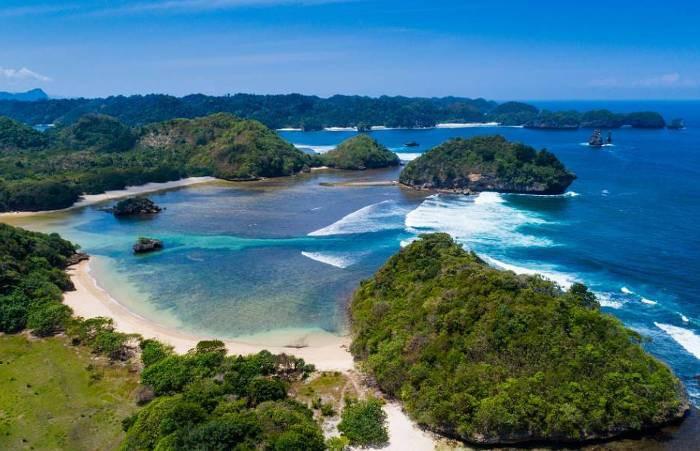 Pantai Teluk Asmoro Surga Tersembunyi Malang Selatan Kedung Celeng Kota