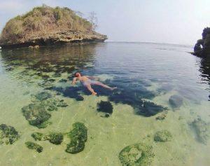 Spot Underwater Pantai Kedung Celeng Wisata Malang Salah Satu Keunggulan