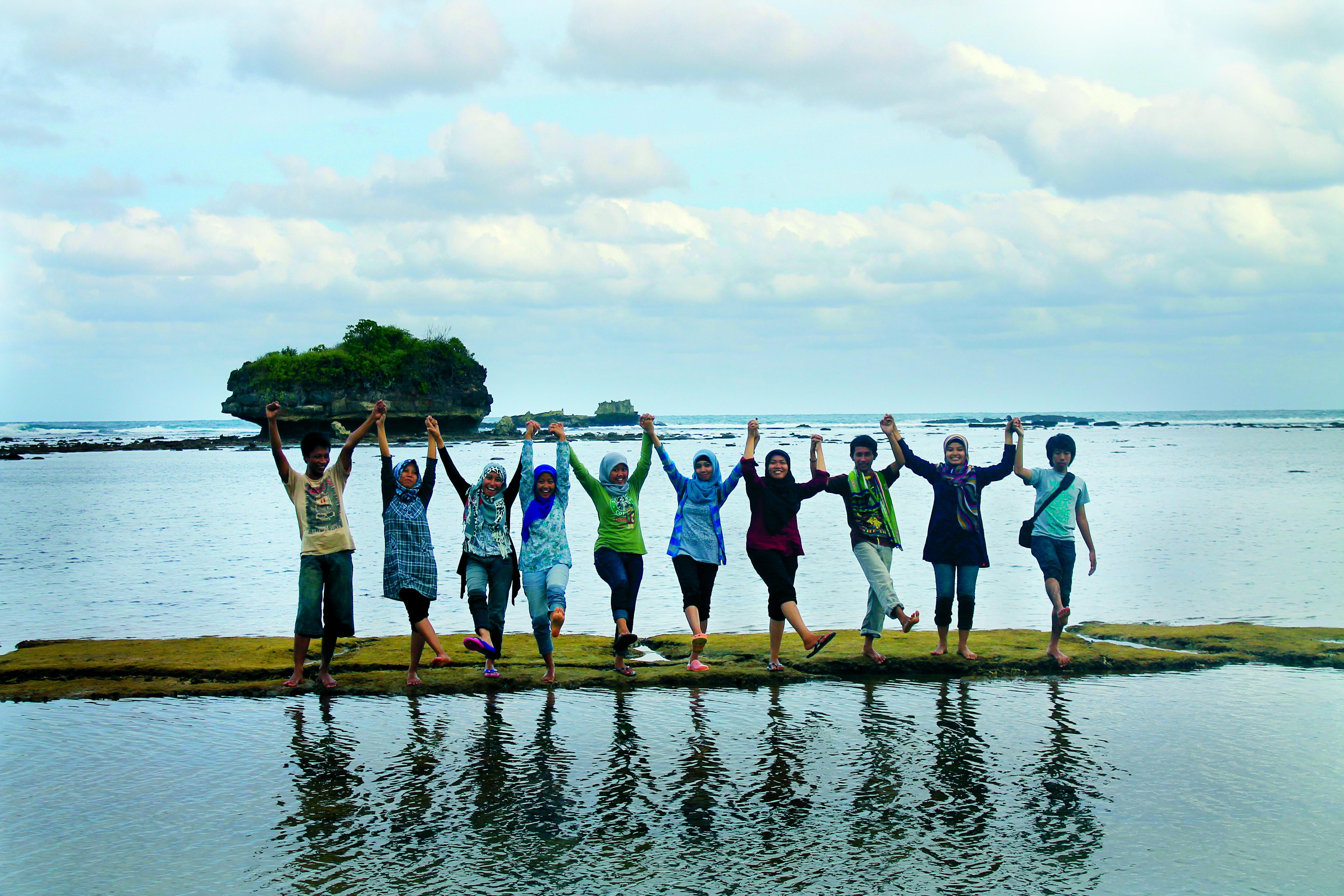 Jelajahi Balekambang Kondang Merak Komunikasi Um Oleh Iin Munawaroh Pantai