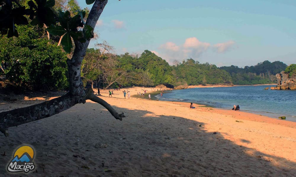 Pantai Kondang Merak Macigo Malang Kota