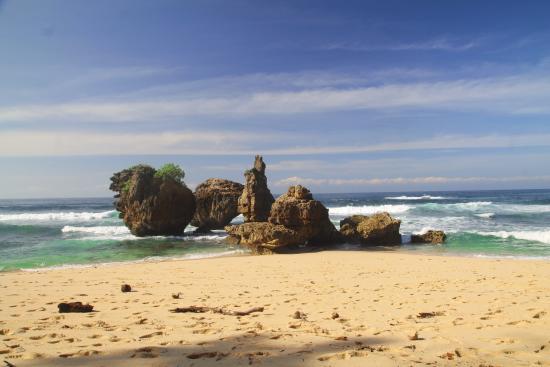 Pantai Yg Indah Picture Kondang Merak Beach Malang Tripadvisor Kota