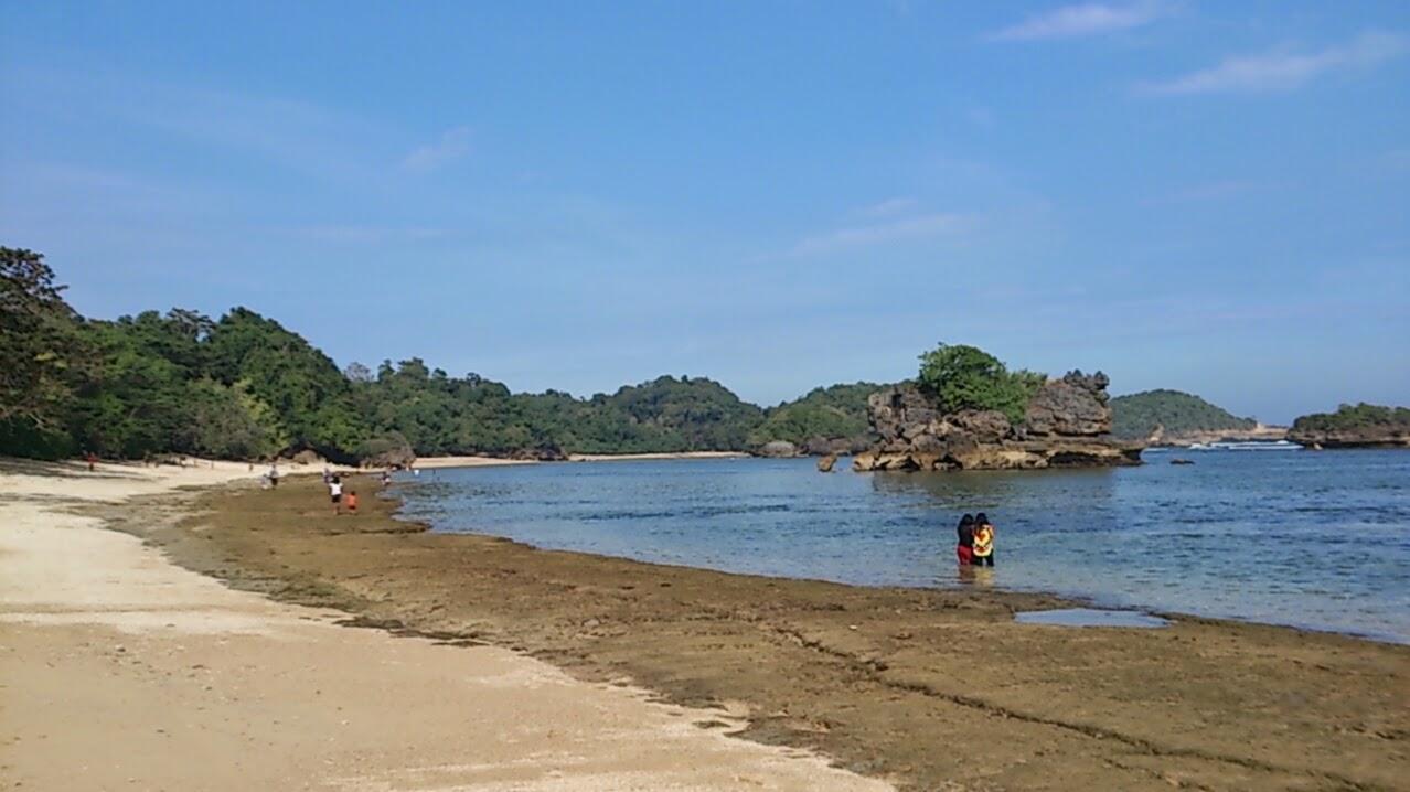 Perjalanan Menikmati Pantai Kondang Merak Malang Ombak Tidak Terlalu Besar