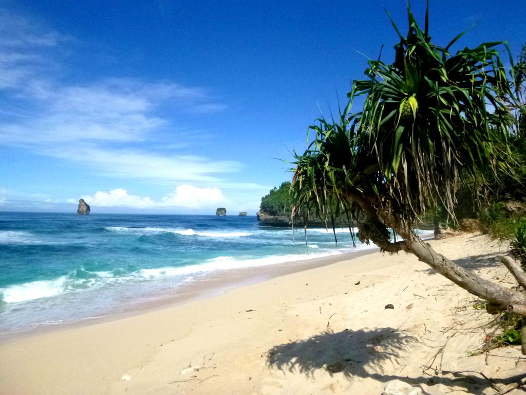 Raja Muda Adventure Pantai Kondang Merak Dekat Terdapat Sebuah Pos