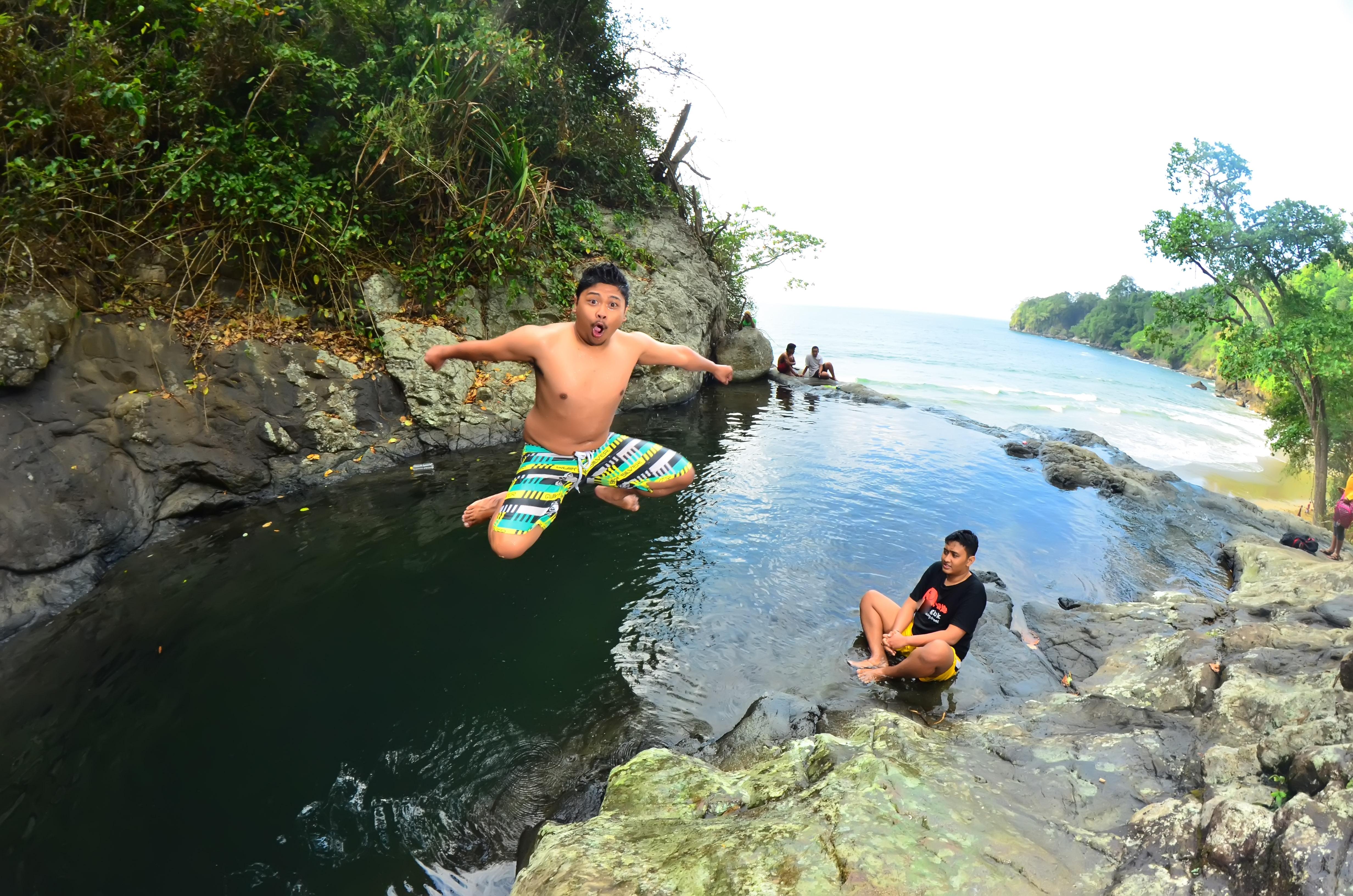 Banyu Anjlok Menikmati Pantai Air Terjun Ngalam Create Site Lenggoksono