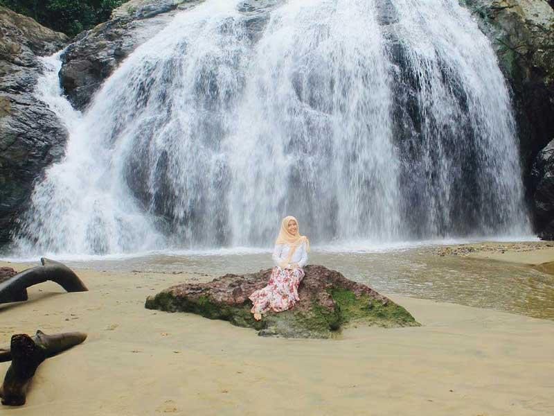 Keunikan Pantai Banyu Anjlok Malang Amazing Lenggoksono Coban Kota