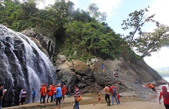 Liburan Pantai Banyu Anjlok Gogotrans Malang Holiday 2 Lenggoksono Coban