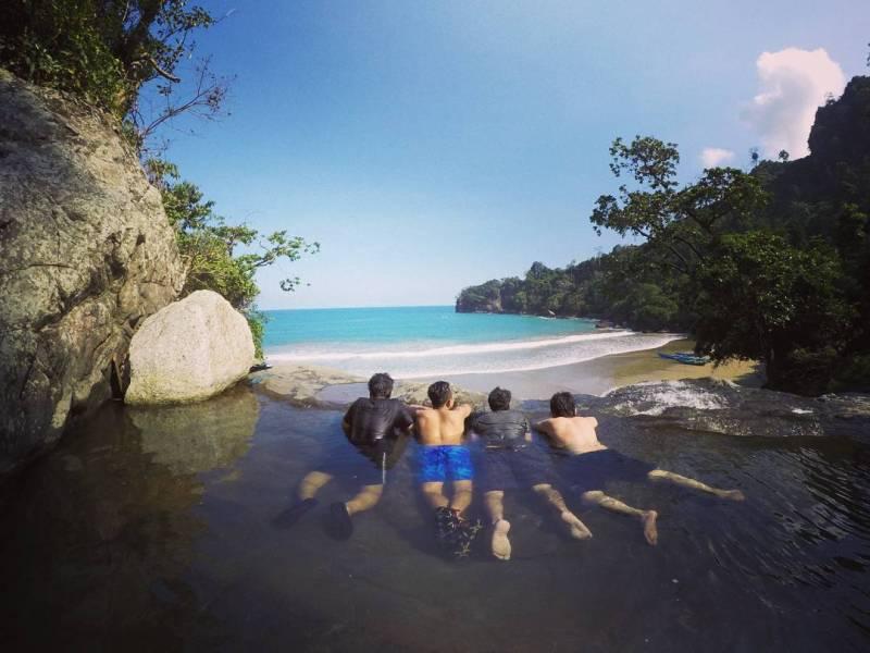 Pantai Air Terjun Banyu Anjlok Malang Unik Liburmulu Foto Atas