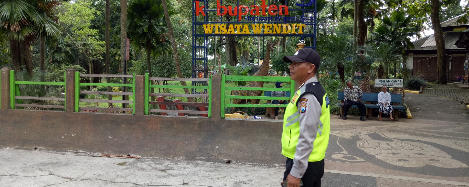 Polres Malang Polsek Pakis Pantauan Taman Wisata Air Wendit Kota
