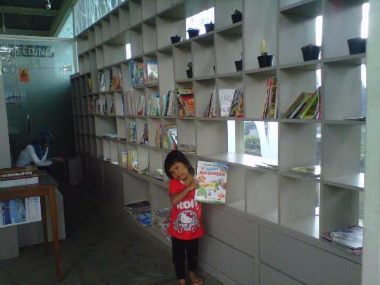 Perpustakaan Mini Picture Taman Trunojoyo Malang Tripadvisor Bentoel Cerdas Kota