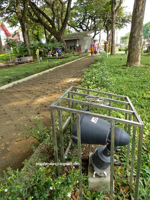 Taman Trunojoyo Malang Petualangan Pohon Yg Lumayan Besar Berumur Tua
