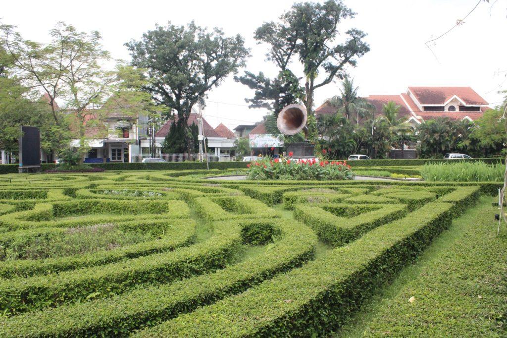 Taman Cerme Spot Foto Asyik Tengah Kota Kabar Malang Gramofon
