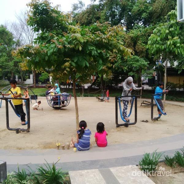Merbabu Family Park Taman Kota Malang Sederetan Mainan Anak Membuat