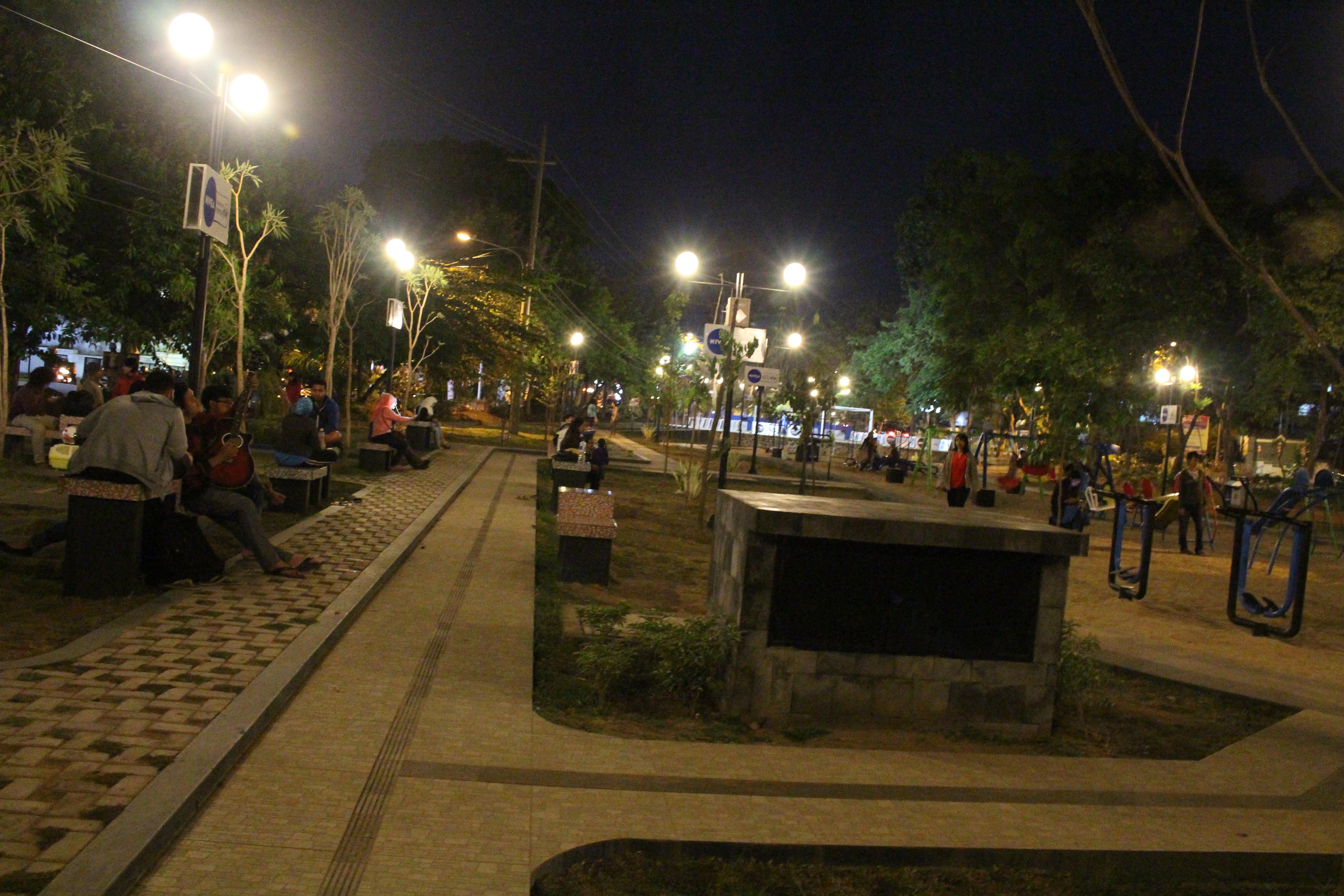 Perkembangan Taman Kota Malang Merbabu Family Park Kondisi Malam Hari