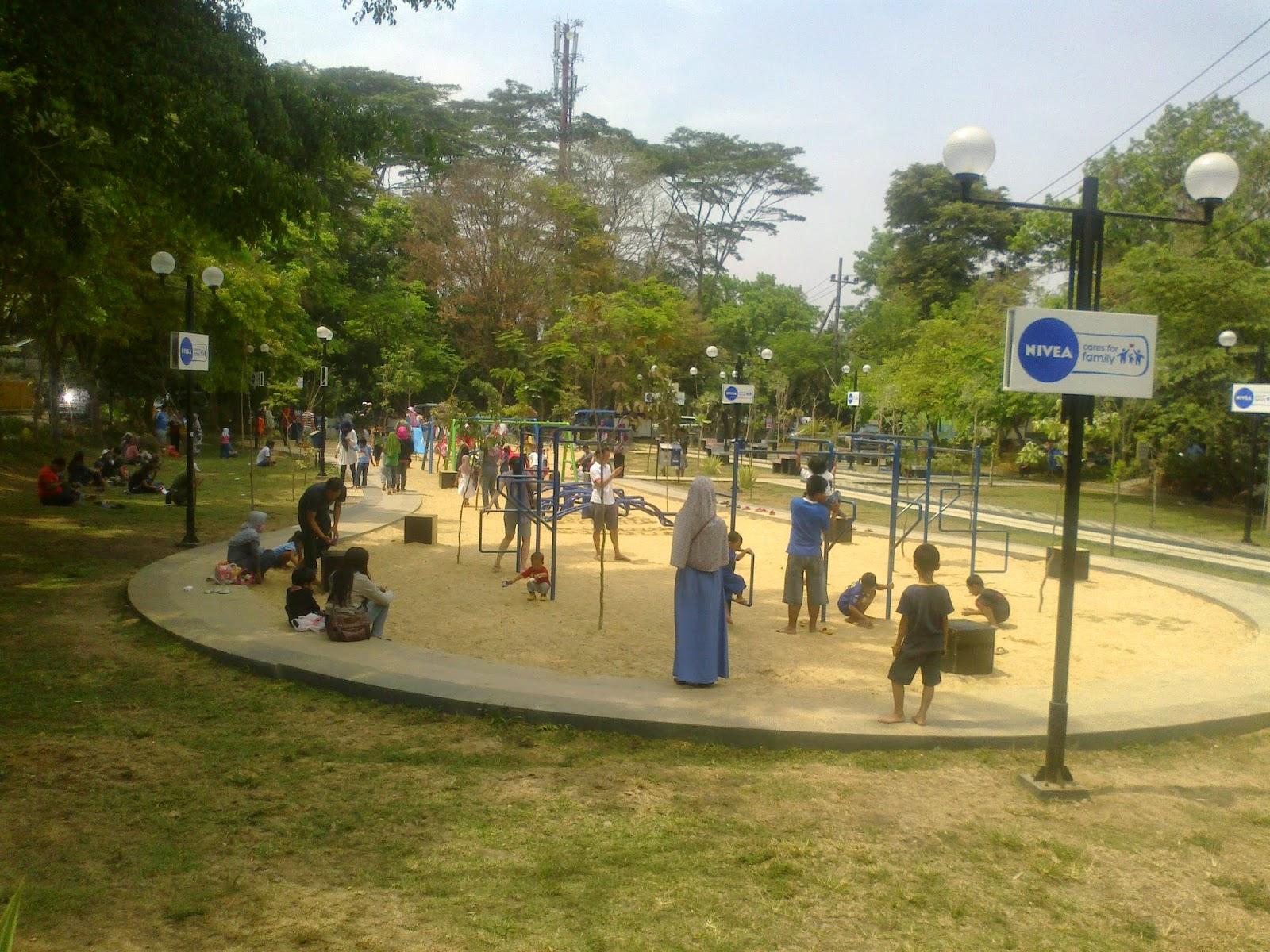 Titis Surya Maharianti Blog 2014 Papan Nama Taman Terdapat Depan