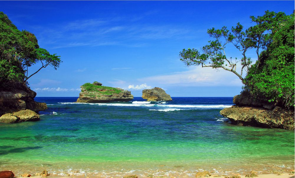 15 Pantai Malang Nggak Kalah Keren Bali Teluk Kletekan Kota