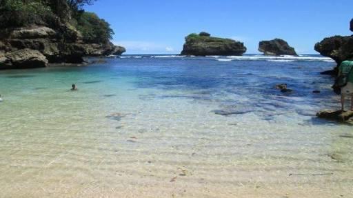 Wisata Surga Bawah Laut Kabupaten Malang Cocok Buat 6 Pantai