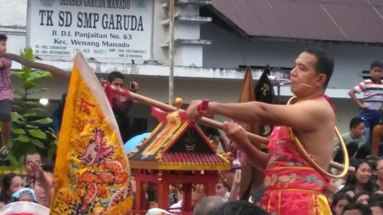 Ribuan Warga Saksikan Cap Meh Wali Kota Janji Dirikan Tribun