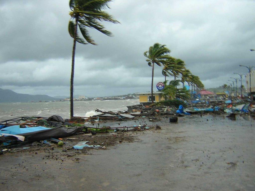 Lingkungan Perkotaan 8 1 06 9 Badai Kota Manado 2002