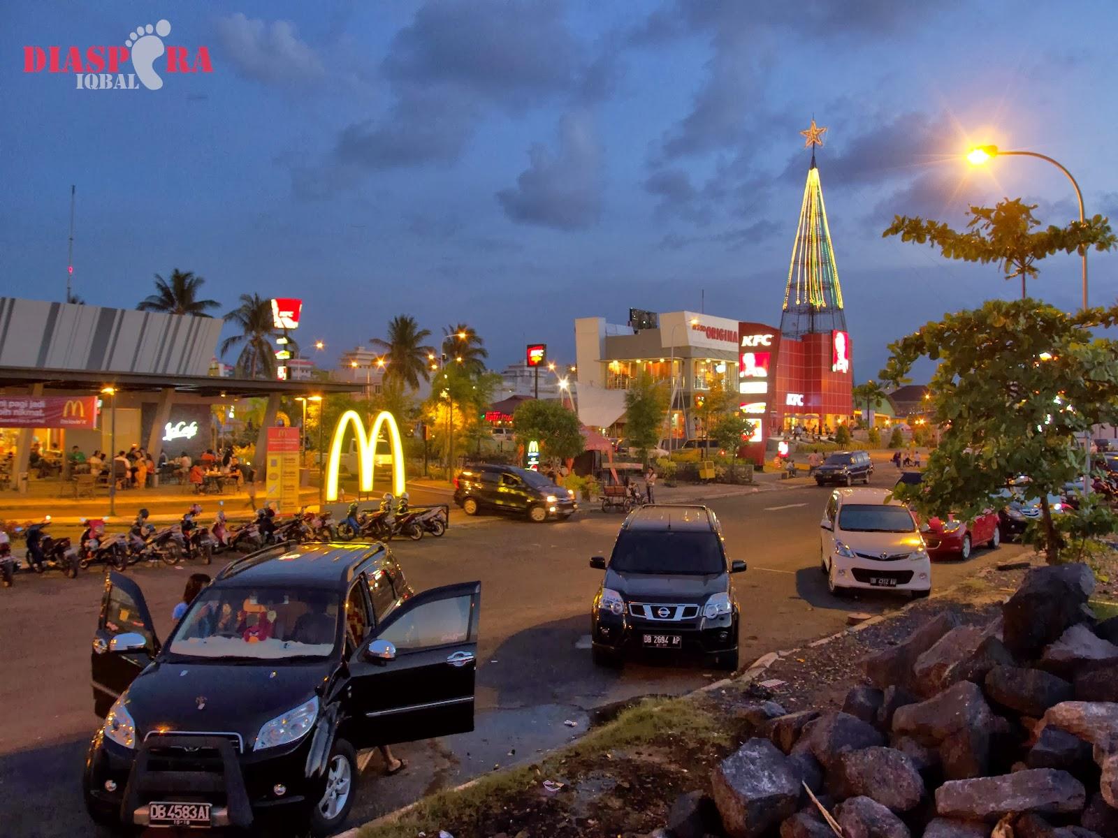 Mengecup Bubur Manado Tinutuan Diaspora Iqbal Suasana Petang Kawasan Boulevard