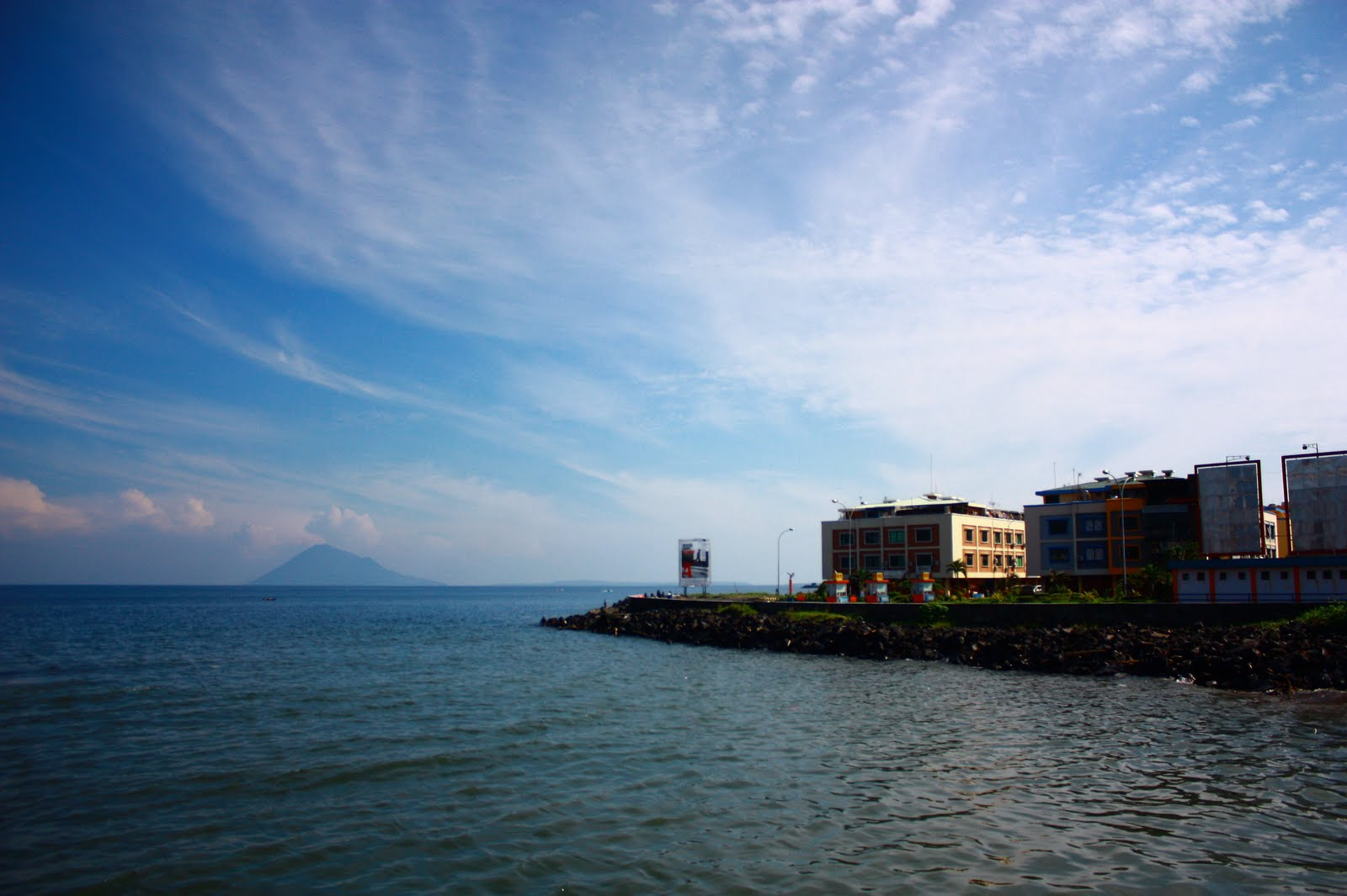 Wisata Kawasan Boulevard Indah Kuliner Khas Manado Kota