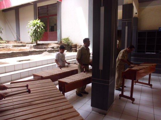 Museo Manado Kolintang Fase Preparazione Picture Museum Negeri Propinsi Sulawesi