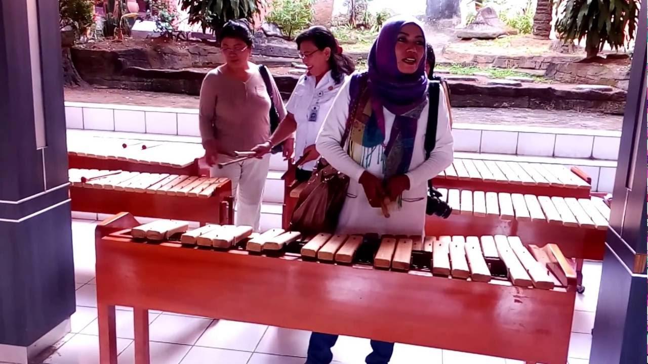 Prove Kolintang Al Museo Manado Museum Negeri Provinsi Sulawesi Utara