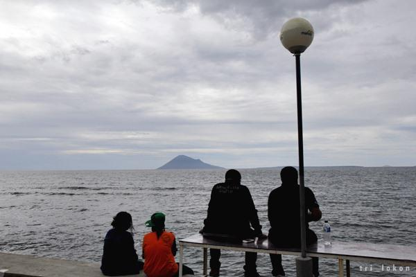 Indahnya Rest Area Sabua Bulu Pantai Malalayang Oleh Tri Lokon