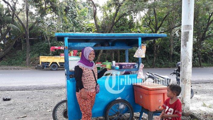 Kisah Penjual Es Kelapa Muda Malalayang Penghasilannya Gede Lho Pantai