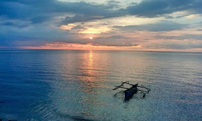 Menikmati Keindahan Sunset Pantai Malalayang Manado Kota