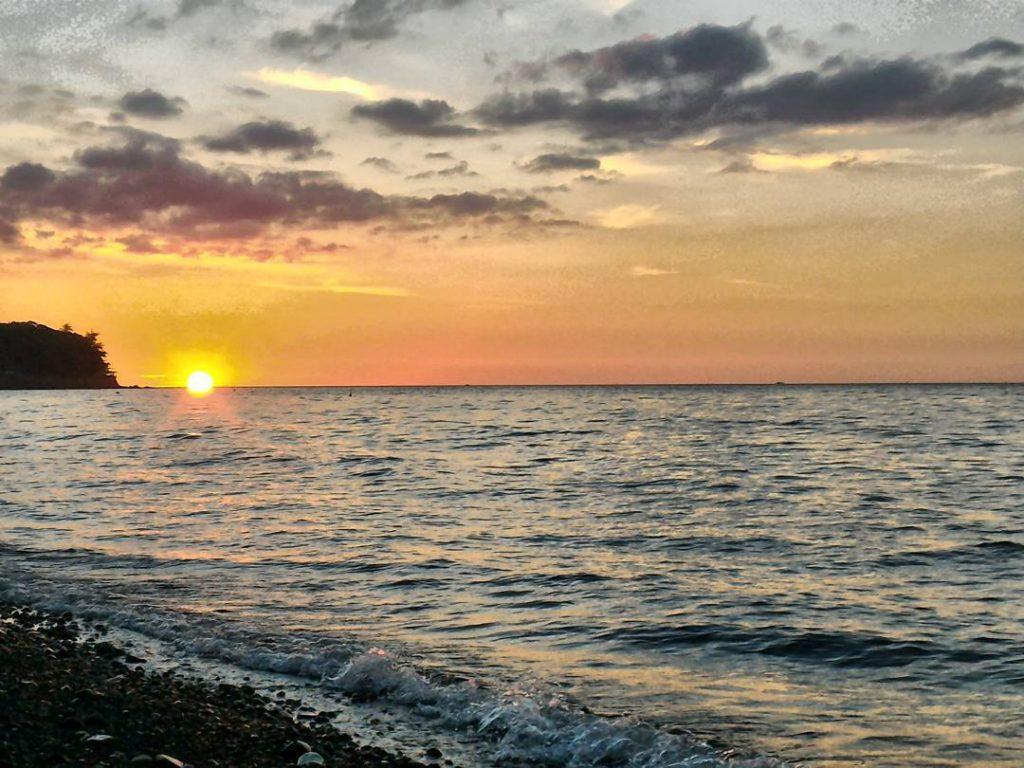 Pantai Malalayang Favorit Kota Manado Lihat Id