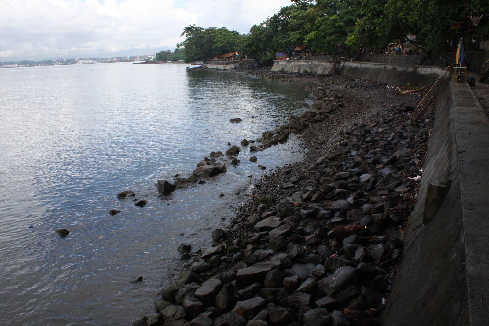 Riang Pesisir Malalayang Pantai Kota Manado