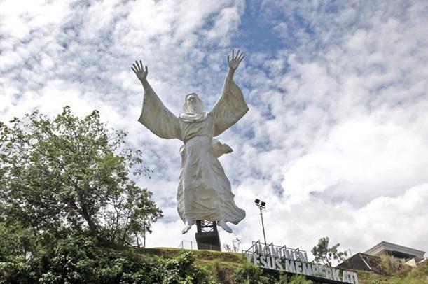 Ciputra Bangun Patung Yesus Terbesar Asia Bukti Dominasi Katolik Indonesia