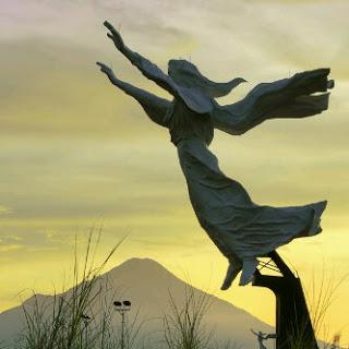 Ekowisata Sulawesi Utara Monument Yesus Memberkati Kota Manado Patung