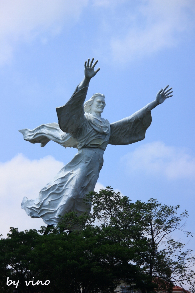 Eyes Imagination Mengintip Kota Manado Patung Yesus Memberkati Salah Satu